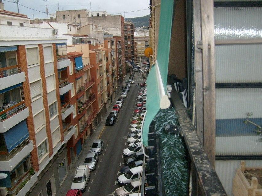 Piso-en-venta-con-2-balcones-y-galería-en-la-zona-de-Santa-Rosa-vistas