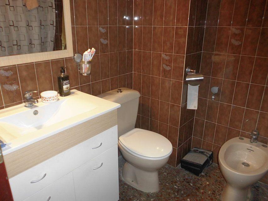 Piso en venta con 3 habitaciones y balcón Zona Alta-bano1
