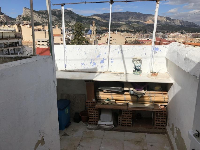 Piso-en-venta-con-abuardillado-en-la-zona-Centro-terraza