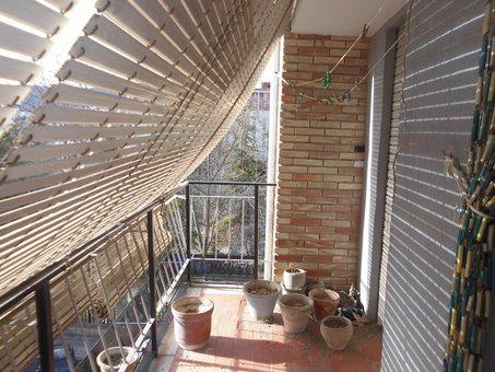 Piso en venta con balcón para reformar en Zona Norte-balcon