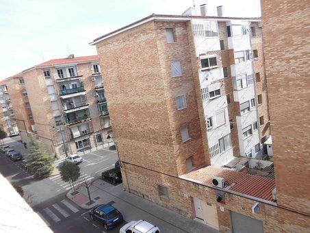 Piso en venta con balcón para reformar en Zona Norte-vistas 3
