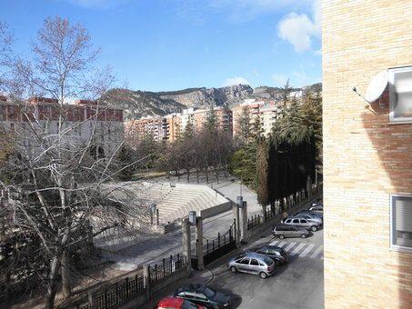 Piso en venta con balcón para reformar en Zona Norte-vistas