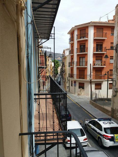 Piso en venta con buen vecindario en Zona Centro-balcon 2