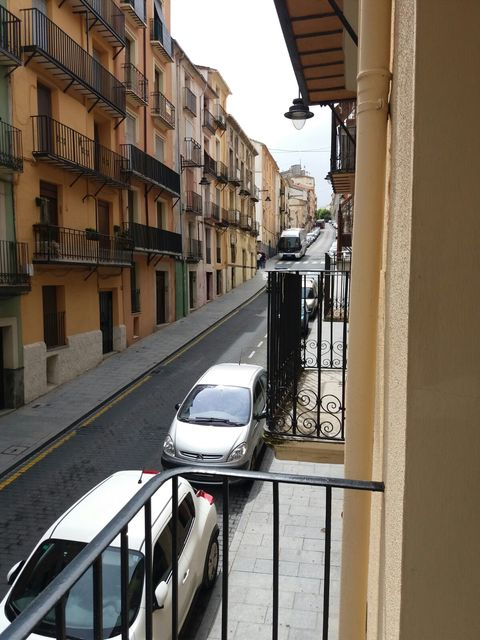 Piso en venta con buen vecindario en Zona Centro-balcon
