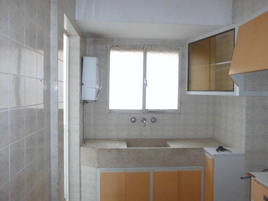 Piso en venta de 3 habitaciones con galería en Zona Norte-cocina 3