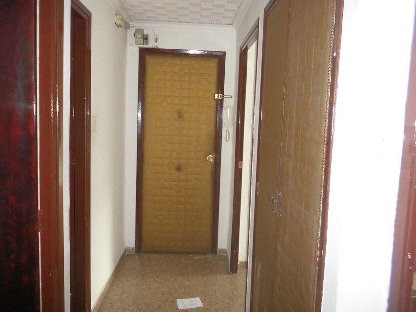Piso en venta de 3 habitaciones con galería en Zona Norte-entrada