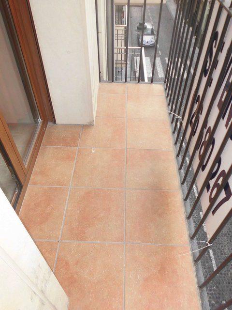 Piso-en-venta-seminuevo-con-balcón-a-fiestas-Zona-Centro-balcon