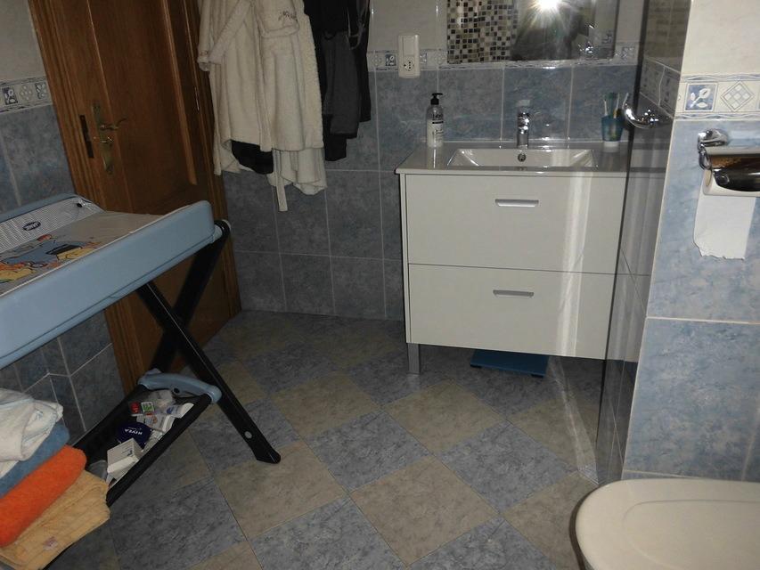 Piso-en-venta-totalmente-interior-y-reformado-en-Santa-Rosa-bano1