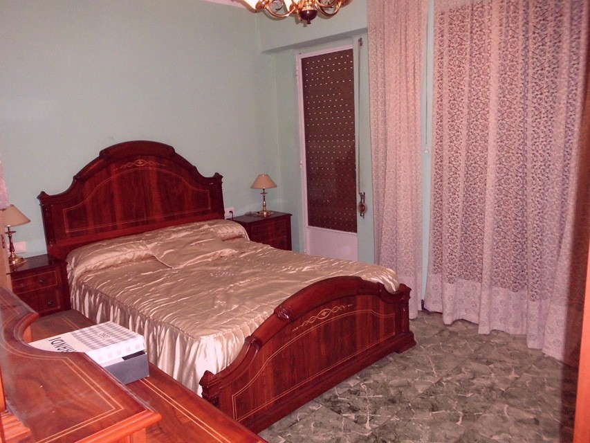 Piso-equipado-frente-a-la-plaza-en-la-zona-de-Santa-Rosa-habitacion1