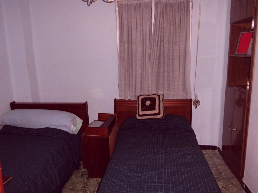 Piso-equipado-frente-a-la-plaza-en-la-zona-de-Santa-Rosa-habitacion3