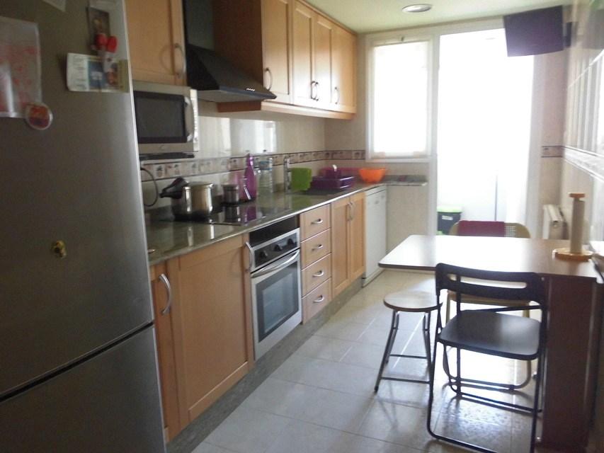 Piso espacioso con garaje en la Zona Alta-cocina