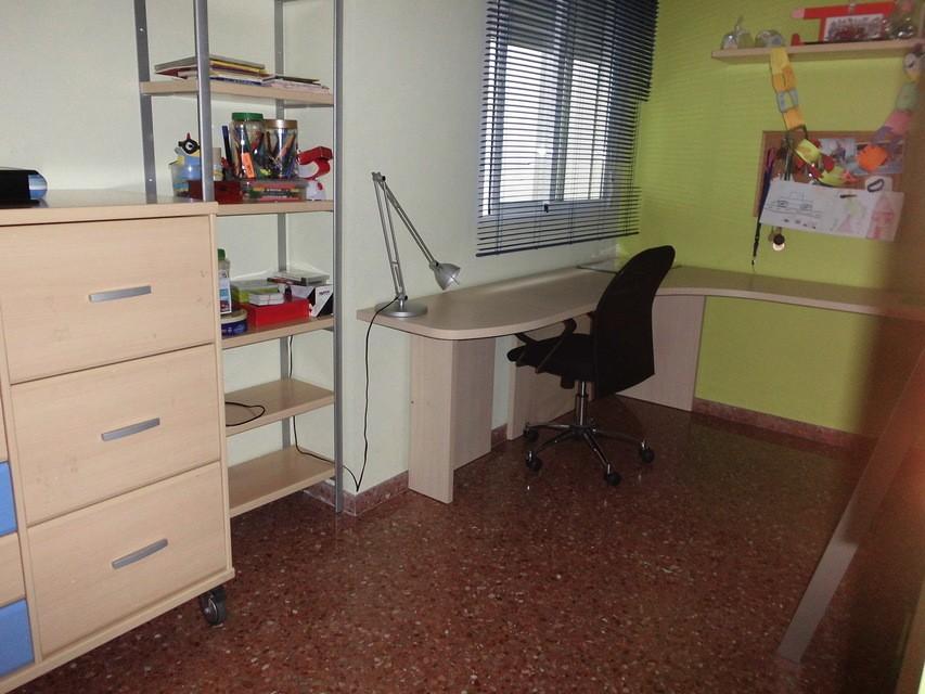Piso espacioso con garaje en la Zona Alta-habitacion2-escrito
