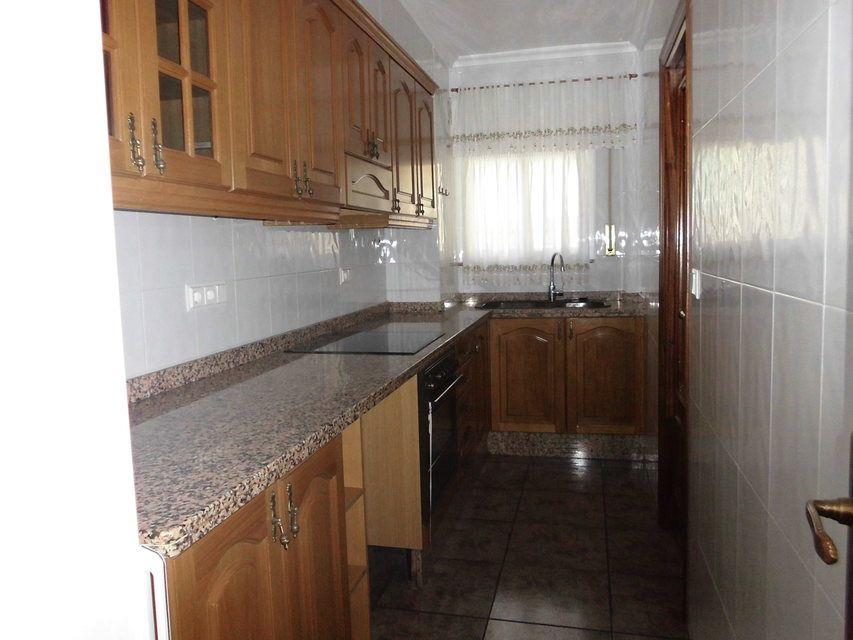 Piso-muy-bonito-en-venta-con-3-habitaciones-en-Santa-Rosa-cocina