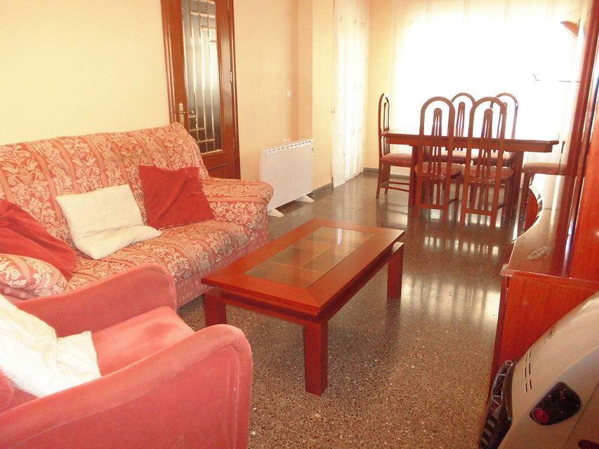 Piso-muy-bonito-en-venta-con-3-habitaciones-en-Santa-Rosa-saloncomedor1
