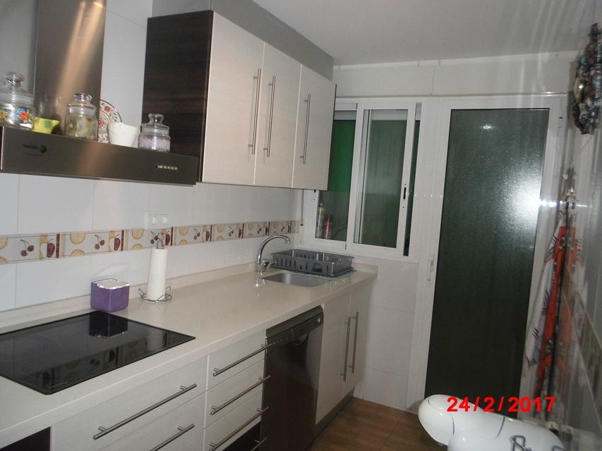 Piso-muy-bonito-en-venta-con-cocina-con-terraza-en-Santa-Rosa-cocina