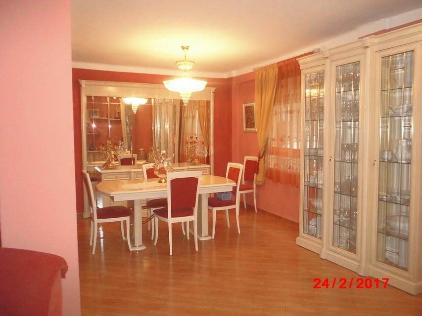 Piso-muy-bonito-en-venta-con-cocina-con-terraza-en-Santa-Rosa-comedor