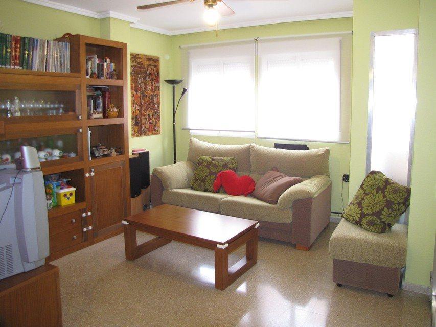 Piso-muy-bonito-en-venta-con-plaza-de-garaje-en-Santa-Rosa-salon1