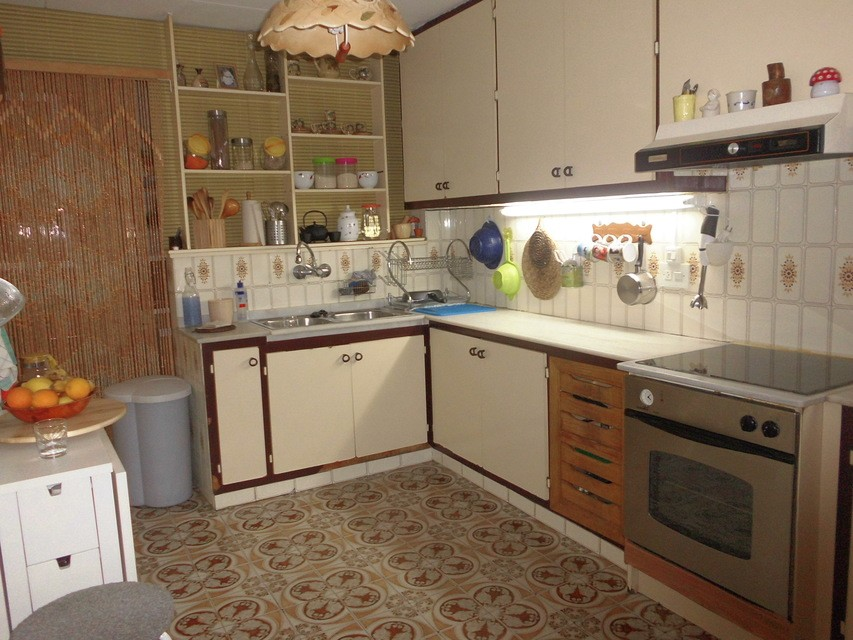 Piso-muy-completo-con-amplio-balcón-exterior-en-Santa-Rosa-cocina