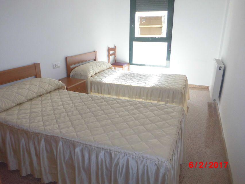Piso muy soleado con 3 habitaciones en la Zona Alta-habitacion 2