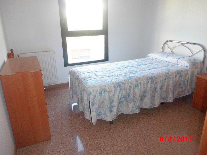 Piso muy soleado con 3 habitaciones en la Zona Alta-habitacion