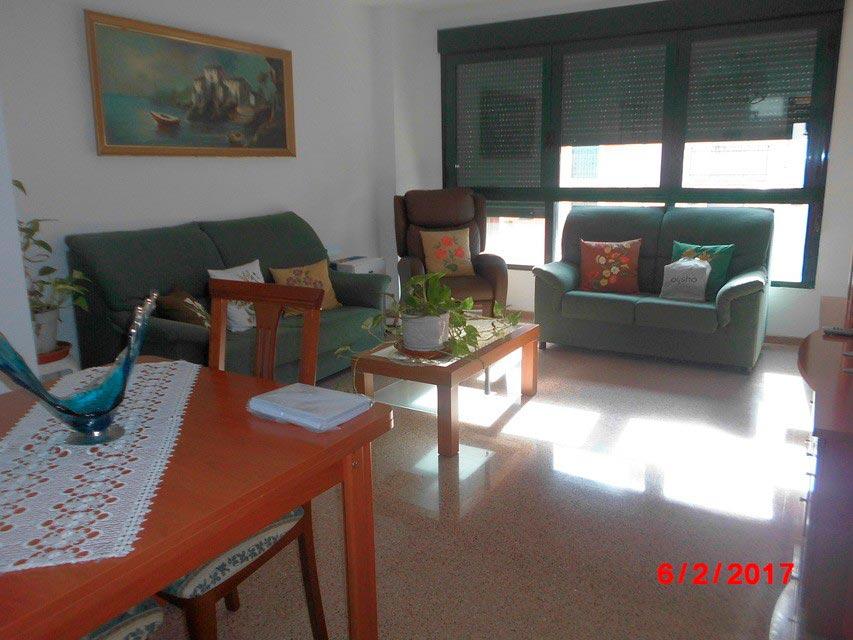 Piso muy soleado con 3 habitaciones en la Zona Alta-salon
