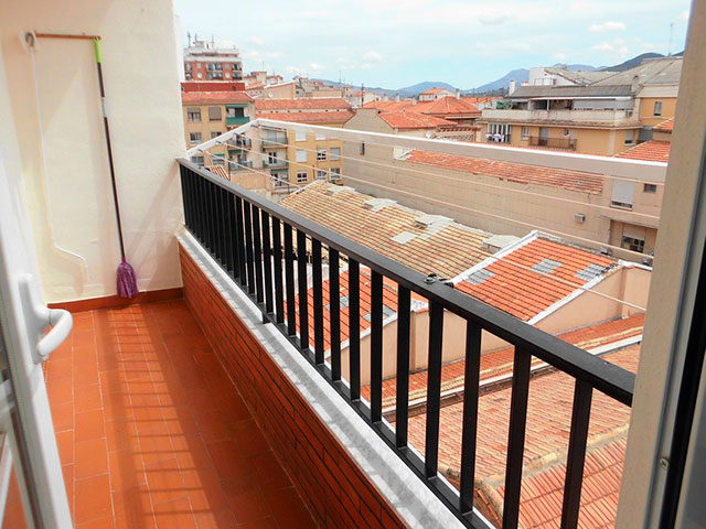 Piso nuevo y luminoso en Ensanche-balcon