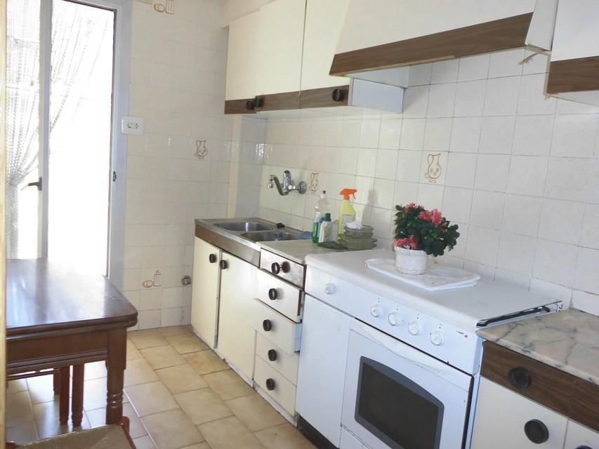 Piso-semi-reformado-en-venta-en-la-zona-de-Santa-Rosa-cocina2