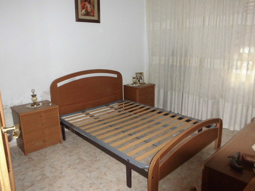 Piso-semi-reformado-en-venta-en-la-zona-de-Santa-Rosa-habitacion1