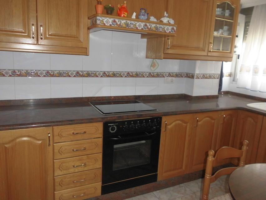 Piso-semireformado-en-venta-con-balcón-exterior-en-Santa-Rosa-cocina1