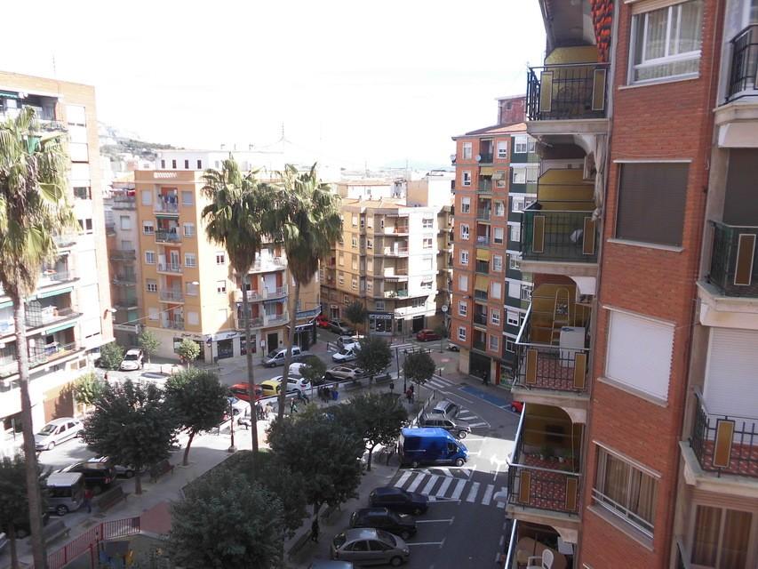 Piso-semireformado-en-venta-con-balcón-exterior-en-Santa-Rosa-vistas
