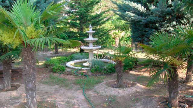 SE VENDE CHALET EN LA SIERRA MARIOLA DE 200m²-jardin