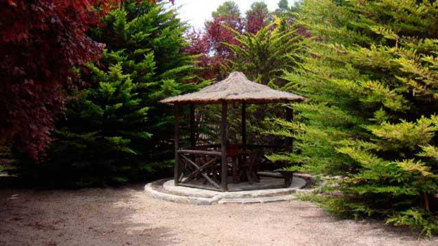 SE VENDE CHALET EN URBANIZACIÓN MONTESOL-glorieta jardin