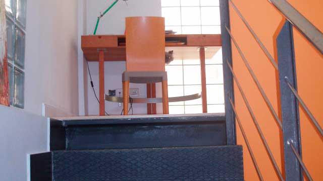 SE VENDE DÚPLEX EN CENTRO DE ALCOY-escalera2