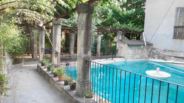 SE VENDE MASÍA BIEN CONSERVADA EN ALCOY-piscina
