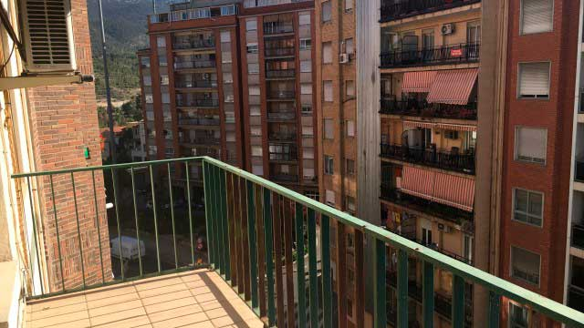 SE VENDE PISO REFORMADO CON PLAZA DE GARAJE EN SANTA ROSA, ALCOY-balcon