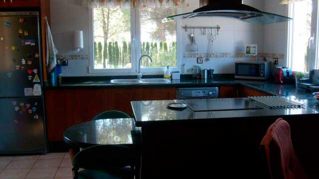 SE VENDE PRECIOSO CHALET EN EL SARGENTO ALCOY-cocina
