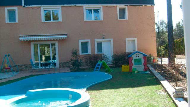 SE VENDE PRECIOSO CHALET EN EL SARGENTO ALCOY-piscina
