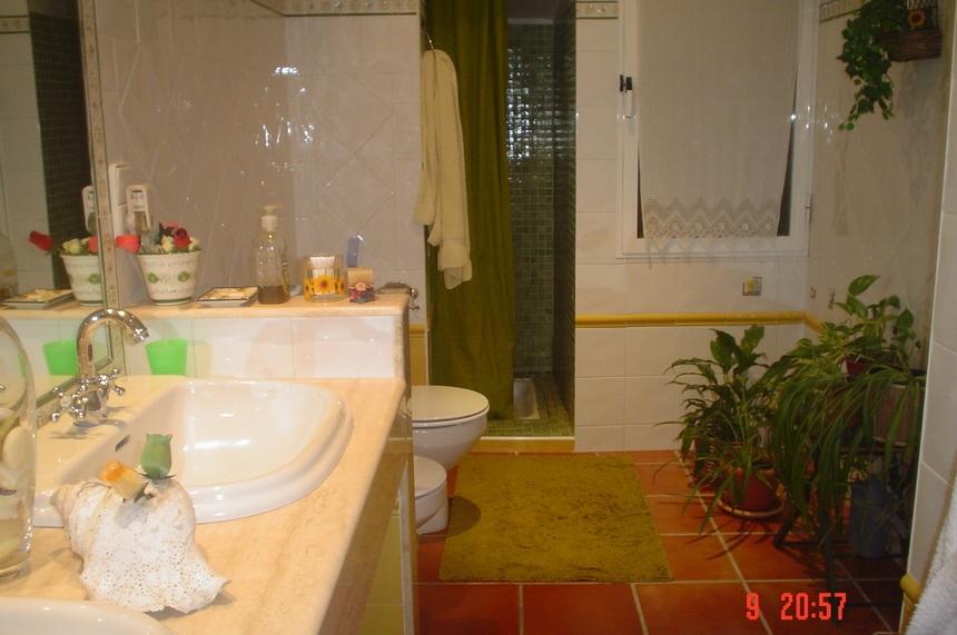 Se-vende-Duplex-con-8-balcones-a-la-calle-en-Zona-Centro-Bano2