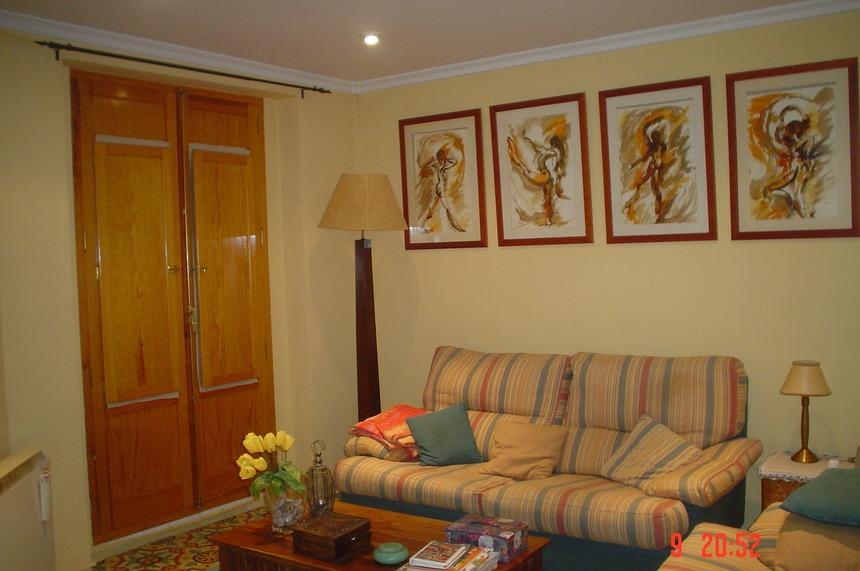 Se-vende-Duplex-con-8-balcones-a-la-calle-en-Zona-Centro-Salon