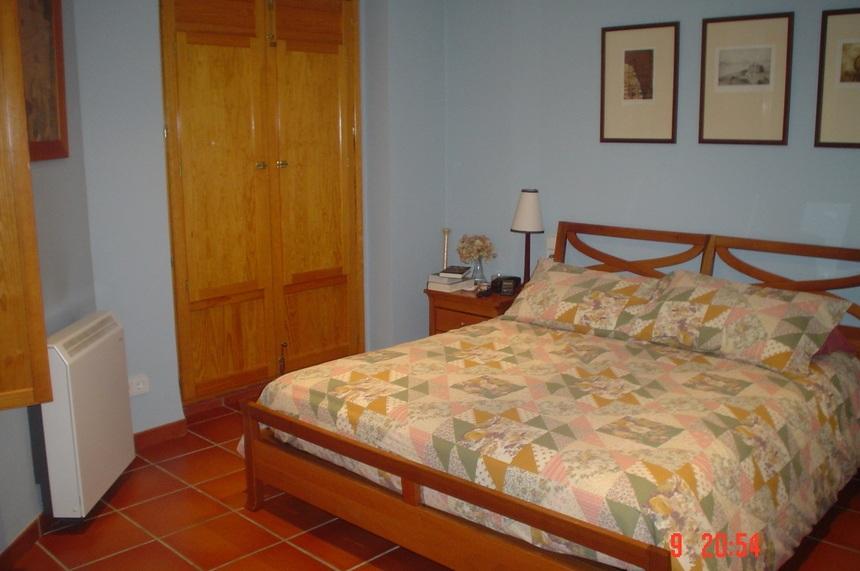 Se-vende-Duplex-con-8-balcones-a-la-calle-en-Zona-Centro-habitacion3