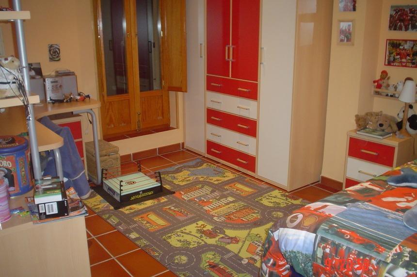 Se-vende-Duplex-con-8-balcones-a-la-calle-en-Zona-Centro-habitaciones1