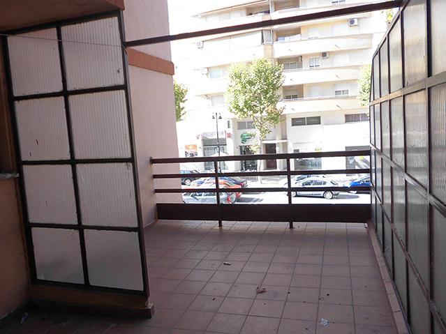 Se vende Piso barato en calle Valencia-balcon