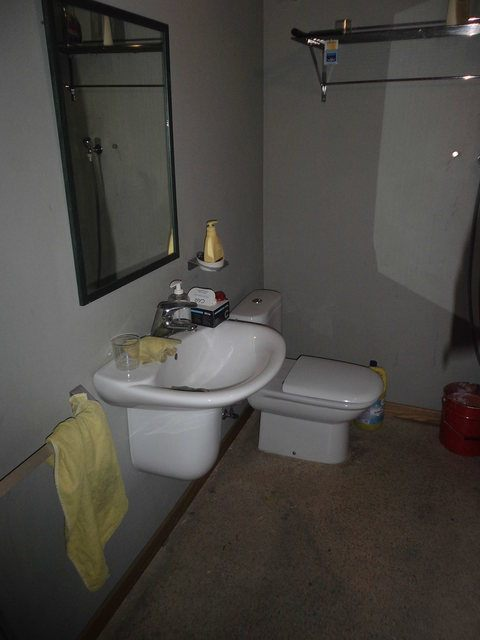 Se-vende-amplio-local-en-el-centro-baño