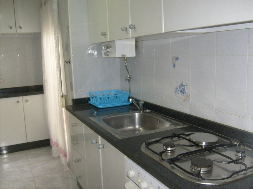 Se-vende-bonito-piso-Zona-Norte-cocina-1
