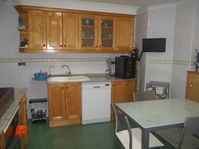 Se-vende-en-zona-centro-piso-con-salon-comedor-con-bomba-de-calor-Cocina2