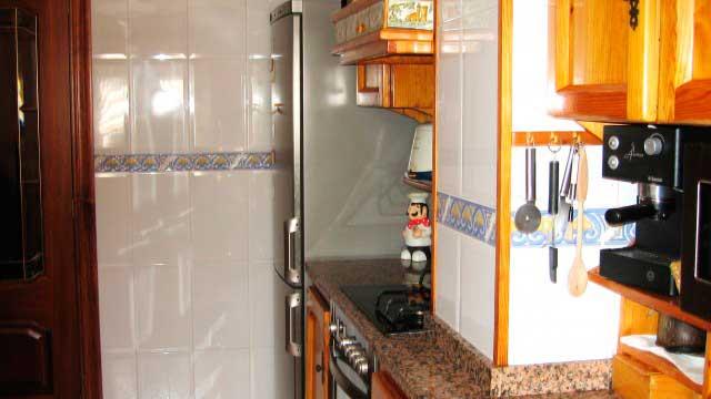 Se vende impresionante piso en la zona norte de alcoy-cocina 2