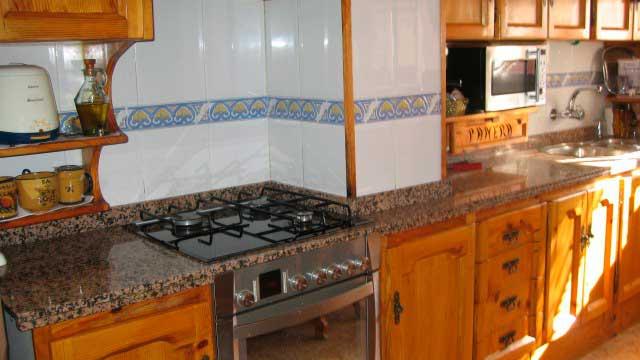 Se vende impresionante piso en la zona norte de alcoy-cocina