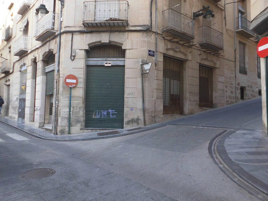 Se vende local comercial en el Centro