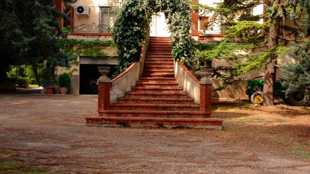 Se vende masía rústica en Bocairent-escaleras