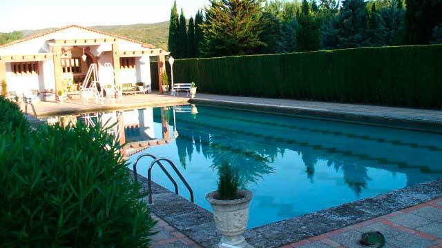 Se vende masía rústica en Bocairent-piscina